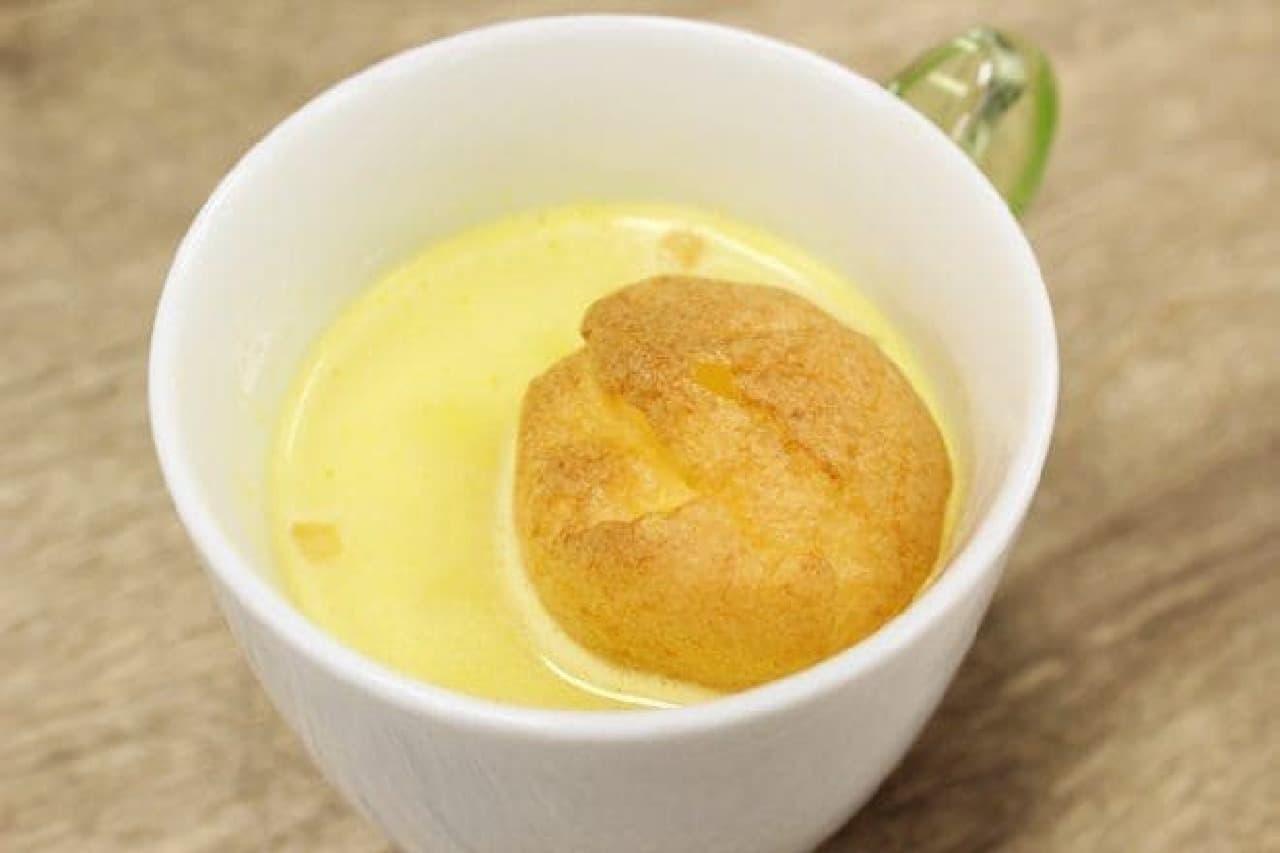 一口サイズのシュークリーム「プチシュー」をコーンスープにプラスしたメニュー