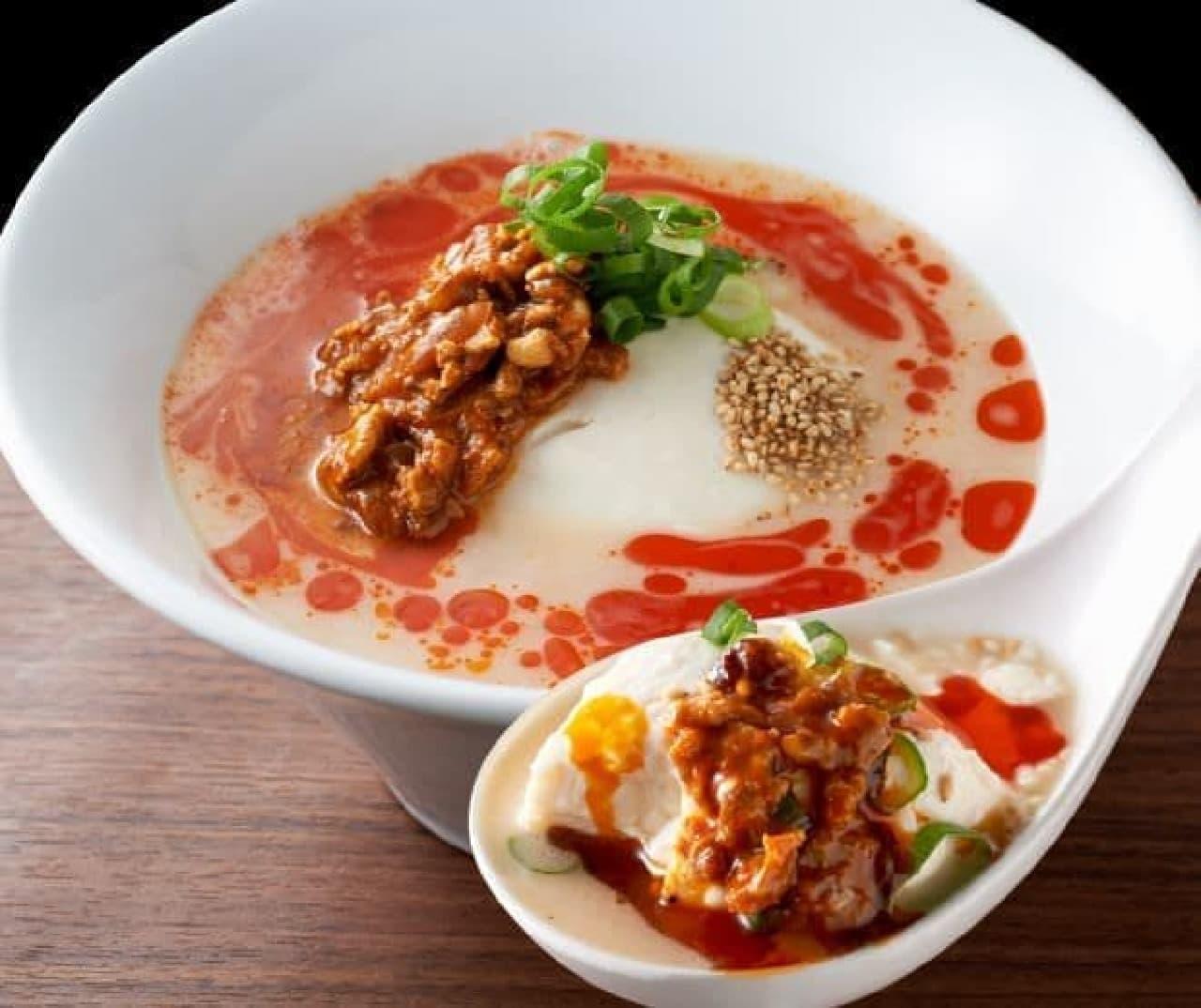 からかとんこつ豆腐は一丁250gの極上豆腐をレンゲですくってプルンと食べる新しいスタイルの麺なしラーメン
