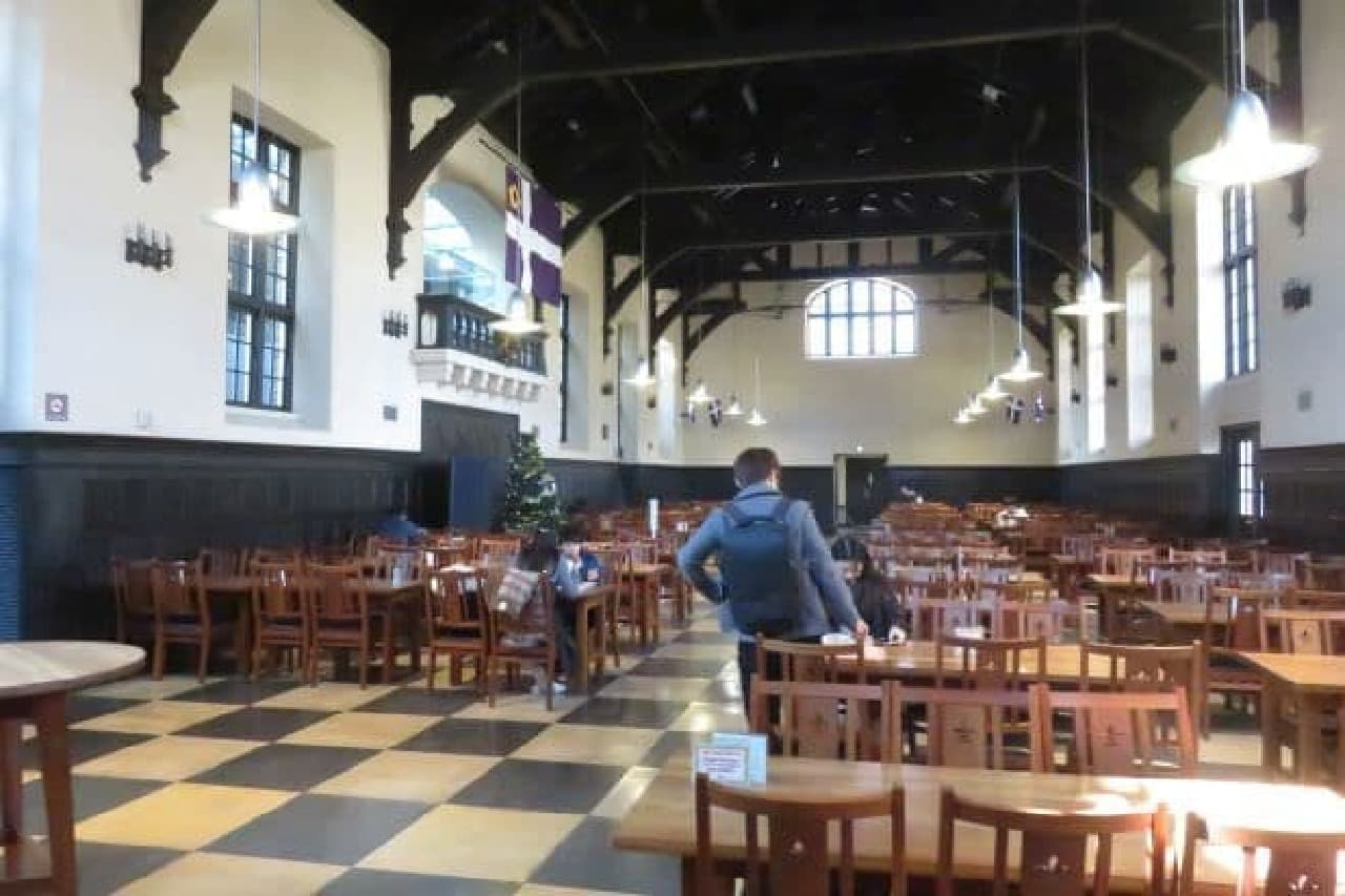 立教大学・池袋キャンパスの第一食堂