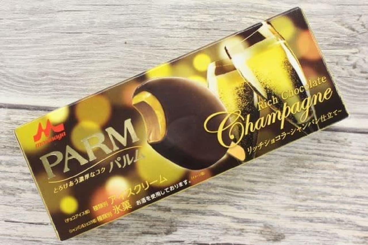 パルムリッチショコラ~シャンパン仕立て~は、チョコアイスをシャンパンソースでコーティングし、チョコで包みこんだバーアイス