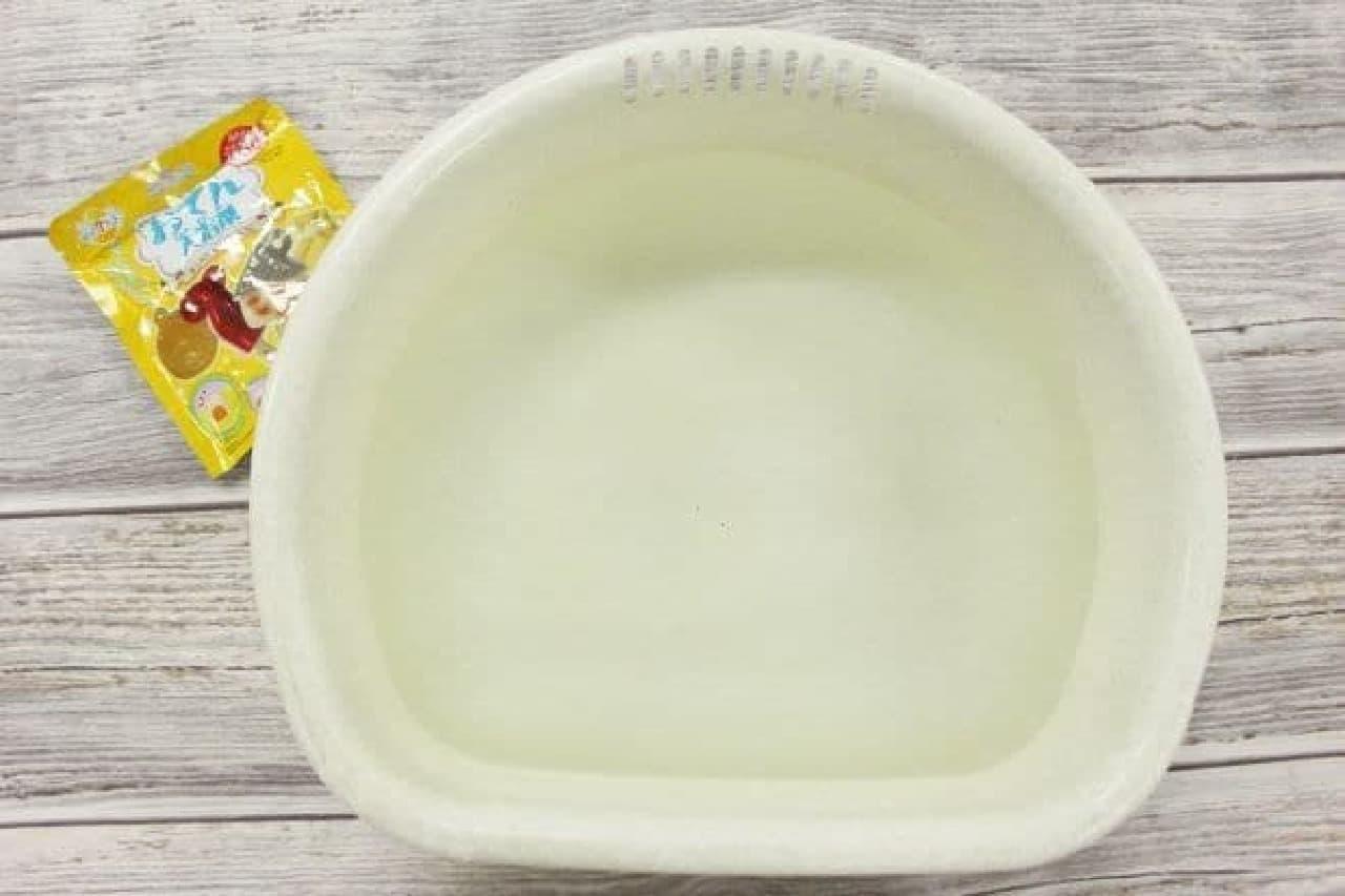 準備したお湯入りの桶