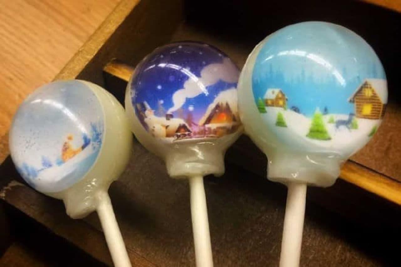 「スノードームキャンディ」は、冬の景色が楽しめる球体キャンディ
