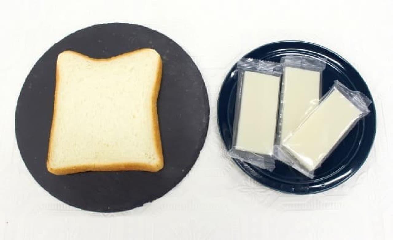 食パンとお餅を用意