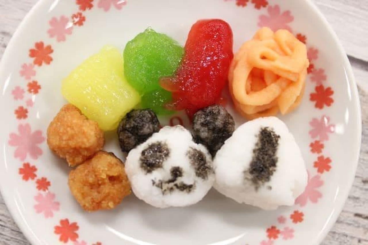パンダおにぎり、通常のおにぎり、からあげ、ブロッコリー、たまごやき、タコウィンナー、ナポリタンが作れる「つくろう!おべんとう!」