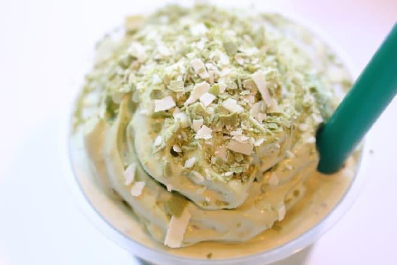 抹茶&フルーティ マスカルポーネ フラペチーノは、抹茶にあう甘味のあるフルーツにマスカルポーネが組み合わされたフラペ