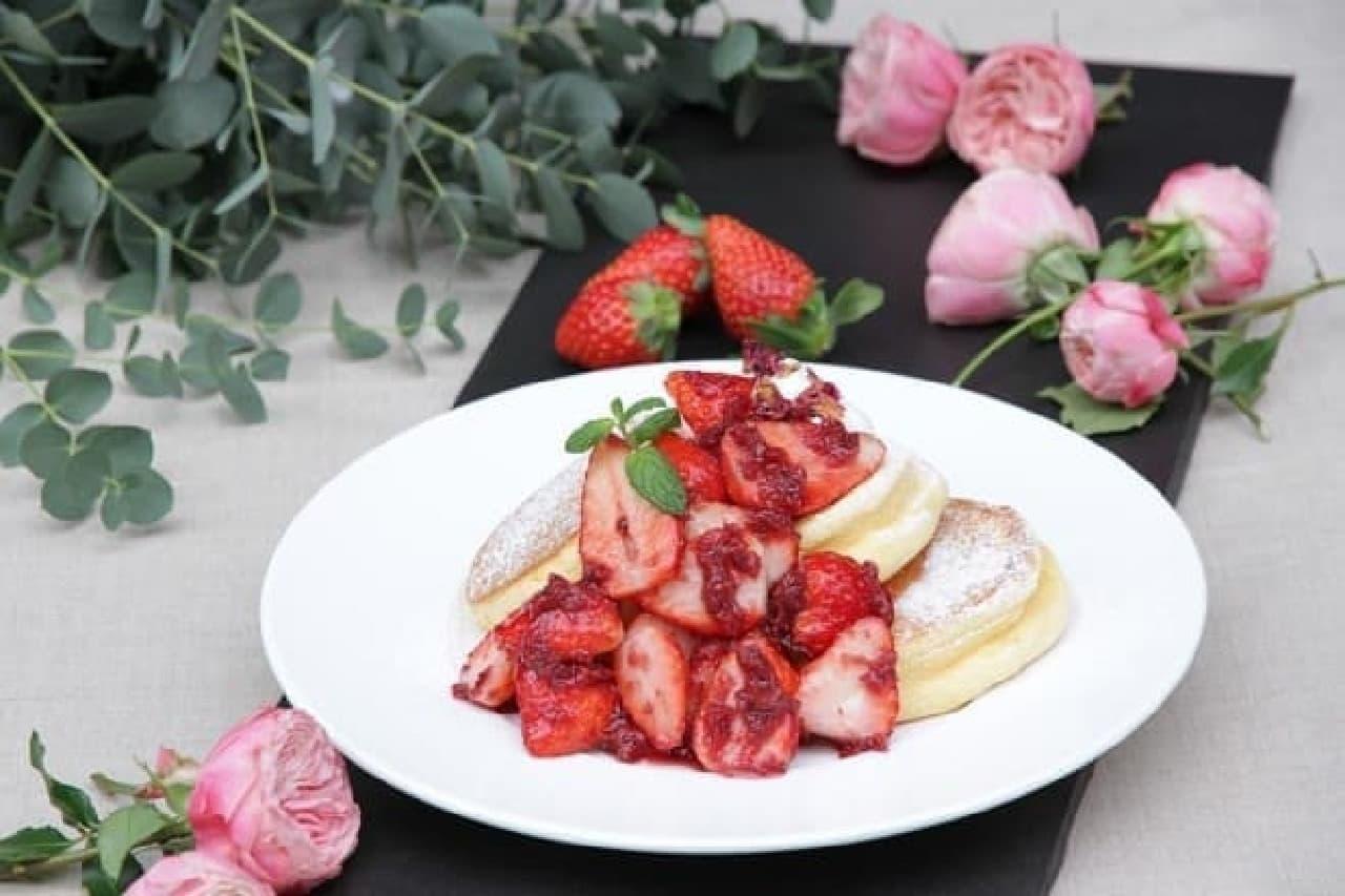 幸せのパンケーキ「薔薇と国産いちごのパンケーキ」