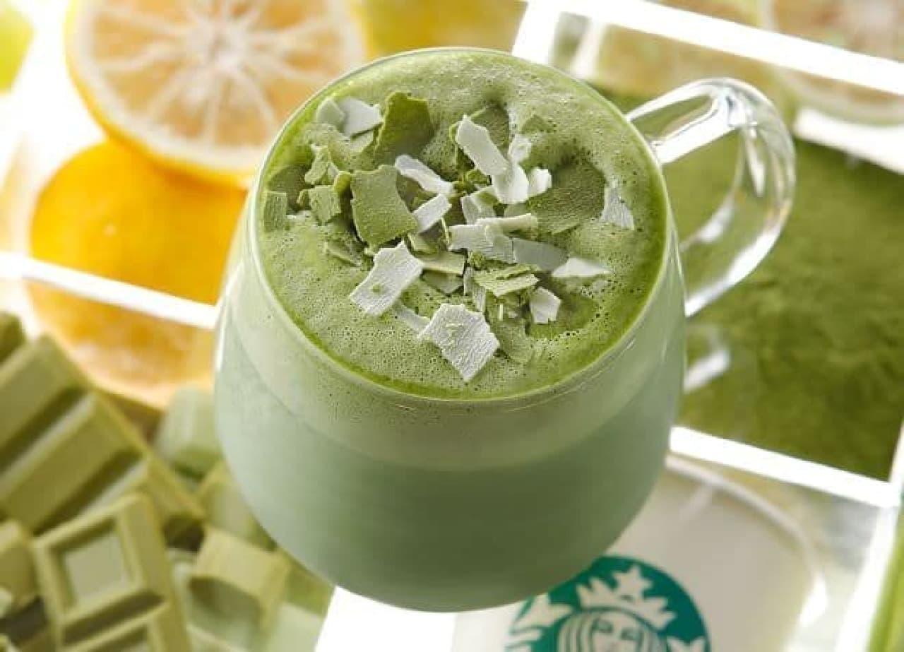 「抹茶 フルーティ ブレンズ ティー ラテ」は、抹茶とスターバックス ミルクに様々な食材が組み合わせられたホットビバレッジ
