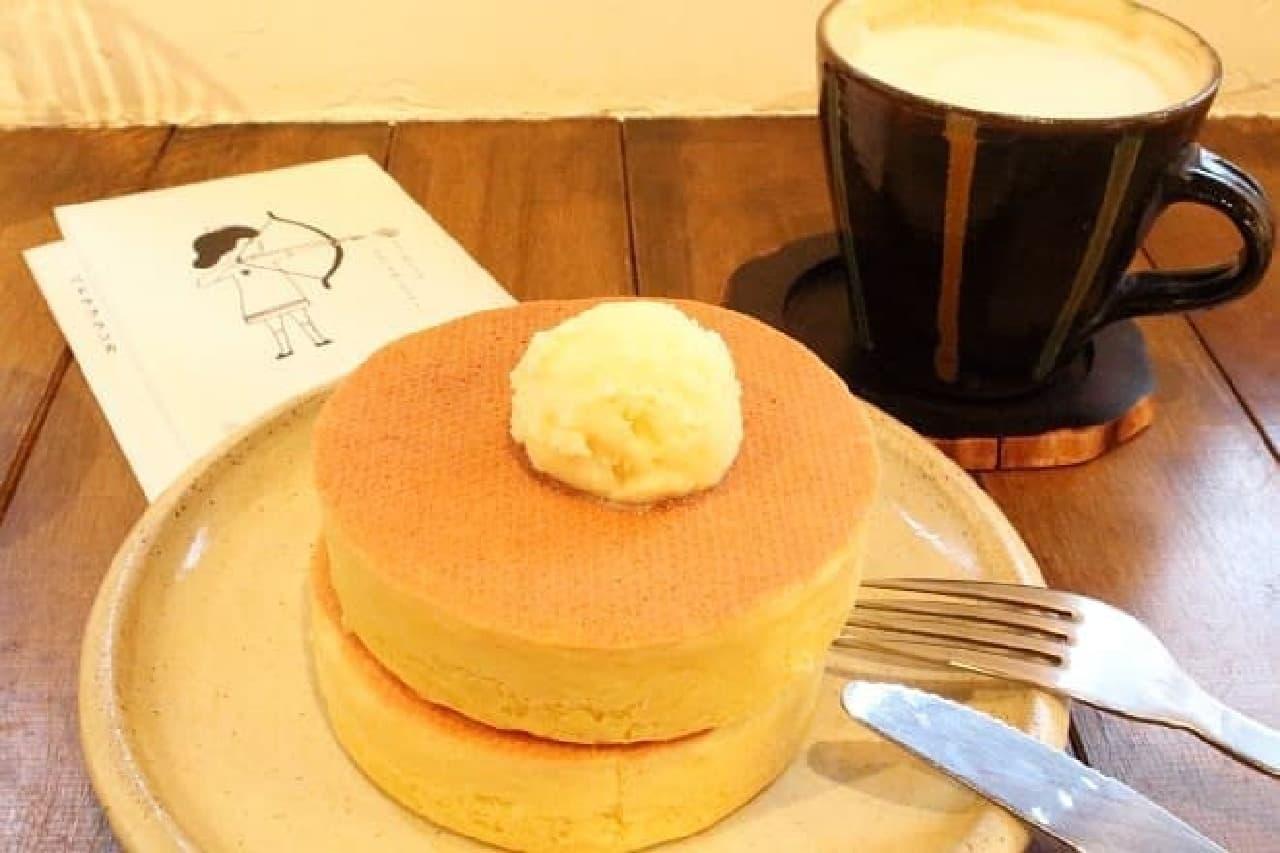 戸越銀座のカフェ「ペドラブランカ」で提供されている「ホットケーキ」