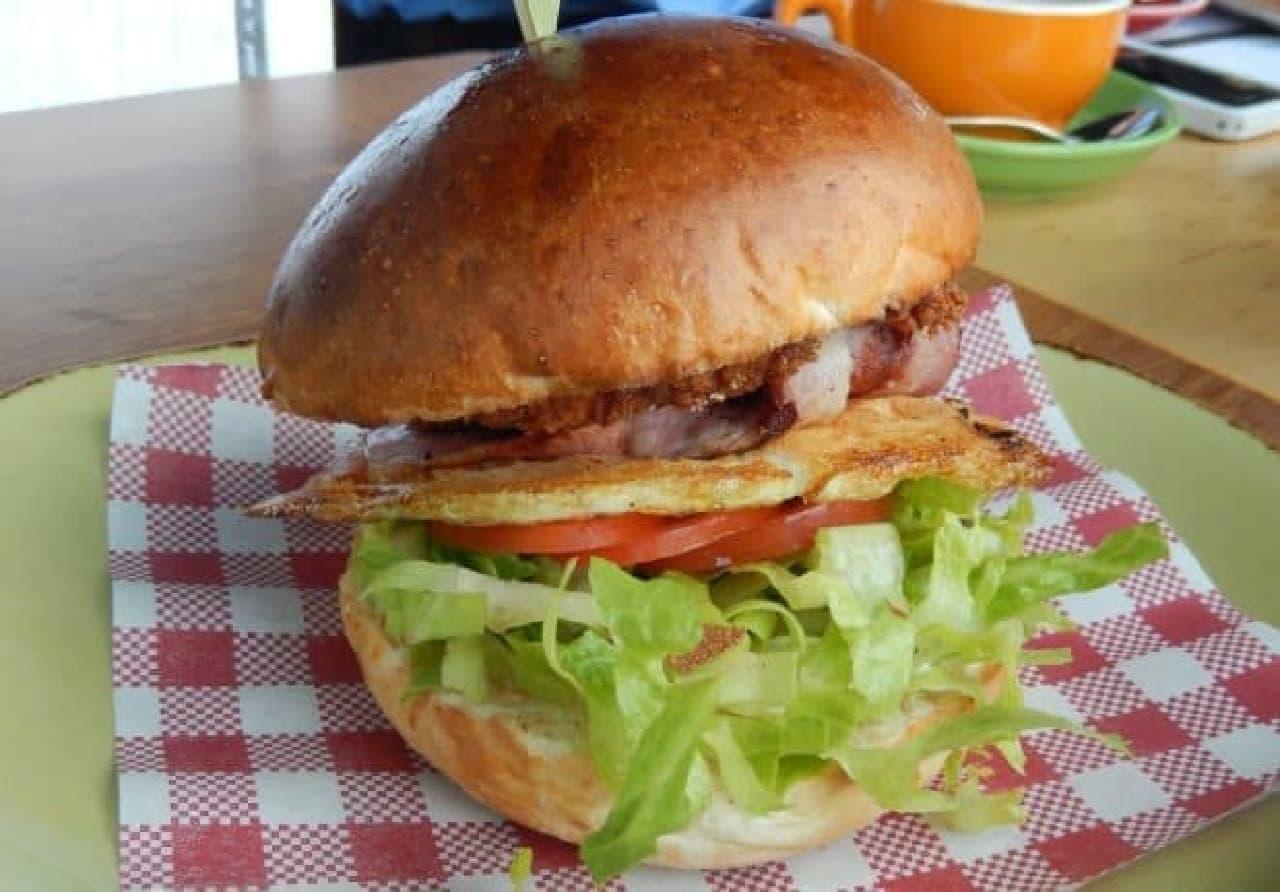メルボルンのカフェCargoのハンバーガー