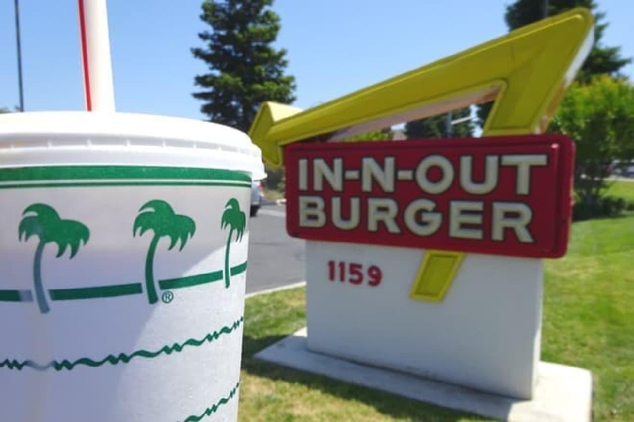 """""""カリフォルニアで一番おいしい""""と評される「In-N-Out Burger(インアンドアウト バーガー)」"""