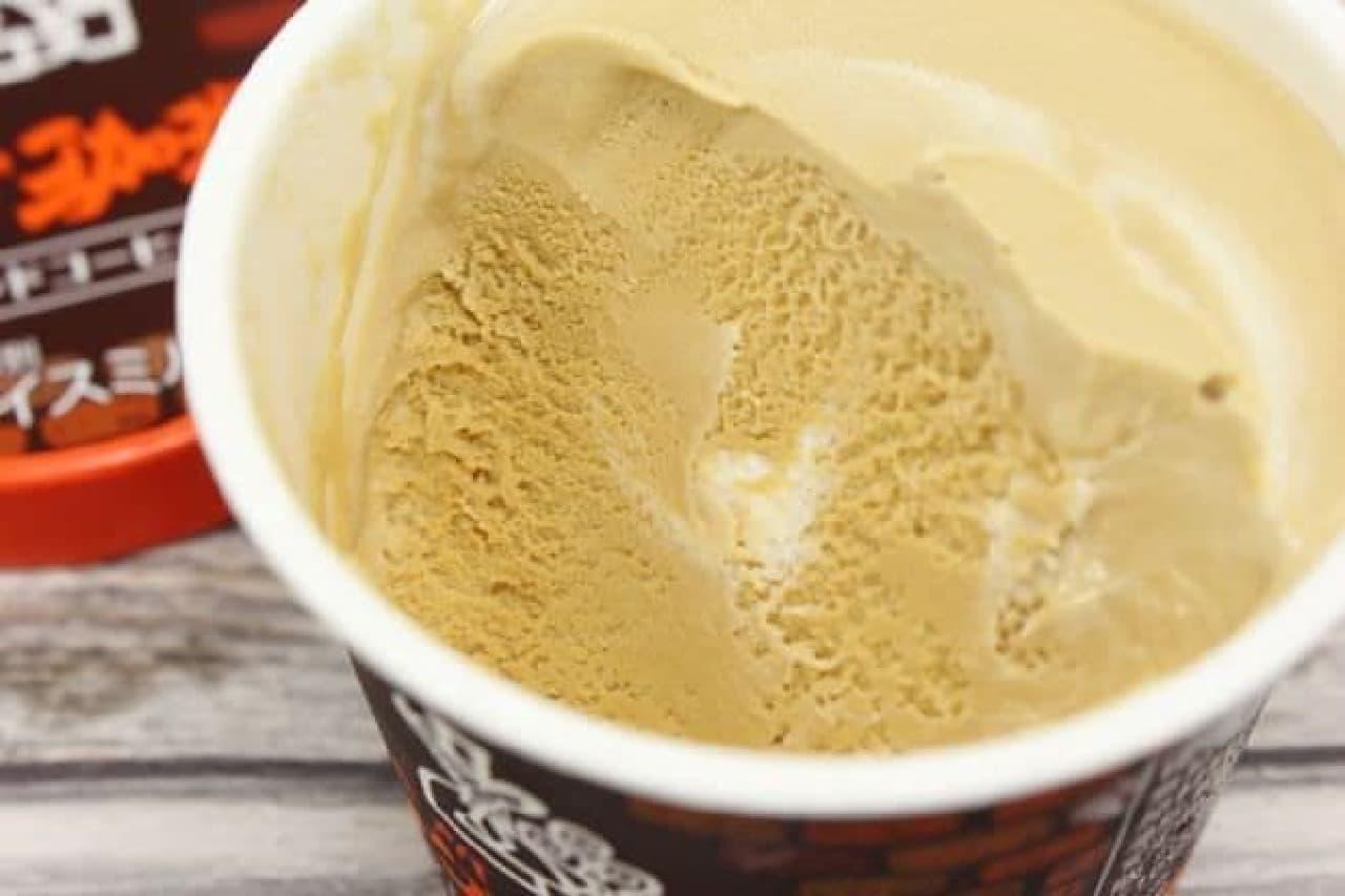 「珈琲所コメダ珈琲店監修 ブレンドコーヒー味」は、コメダ珈琲店の定番メニュー「ブレンドコーヒー」がアイス仕立てになったもの
