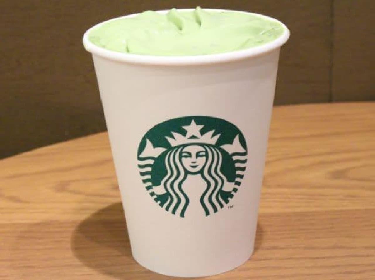 「抹茶 ティー ラテ(ショートサイズ 税込390円)」に抹茶ホイップをプラス