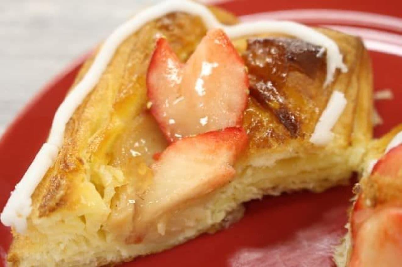 「ハートのいちごペストリー」は、ペストリー、いちご、アイシングすべてがハートのかたちをした菓子パン