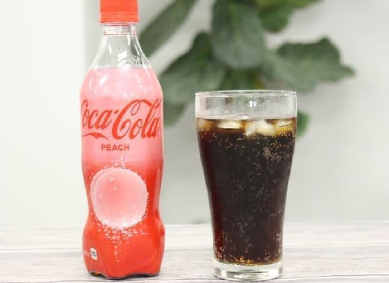 """「コカ・コーラ ピーチ」は、""""もも""""のフレーバーが使用されたコーラ"""