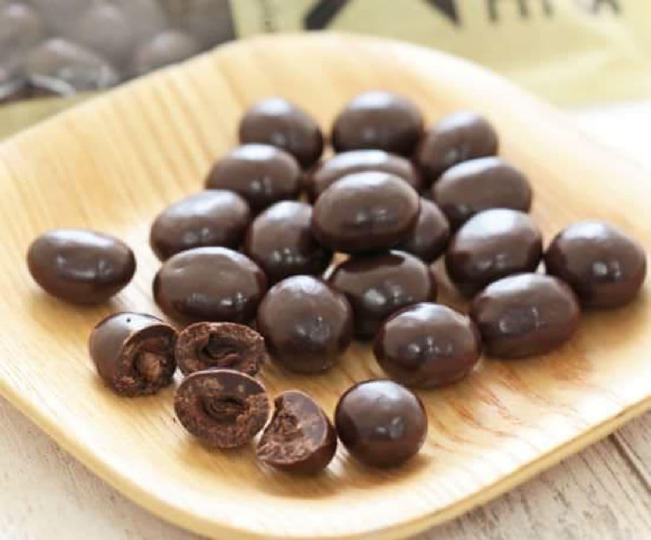 コーヒー豆チョコレート ダークはコーヒー豆をダークチョコレートで閉じ込めたお菓子