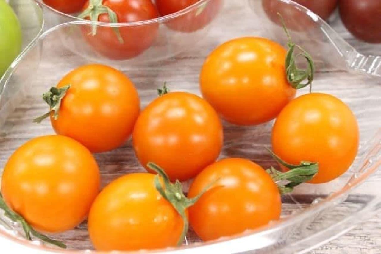 ソフィア オレンジは、鮮やかなオレンジ色をしたトマト