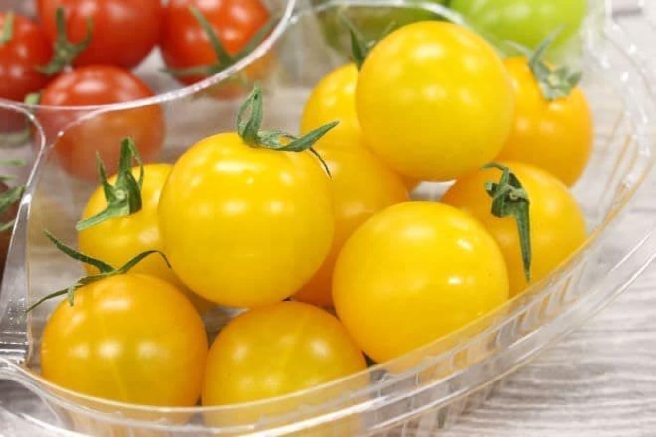 シャイニング イエローは、明るい黄色をしたトマト