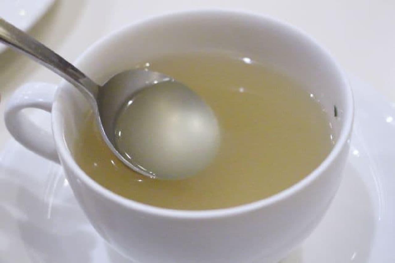パーラーキムラヤの「チキンライス スープ付(税込680円)」のスープ