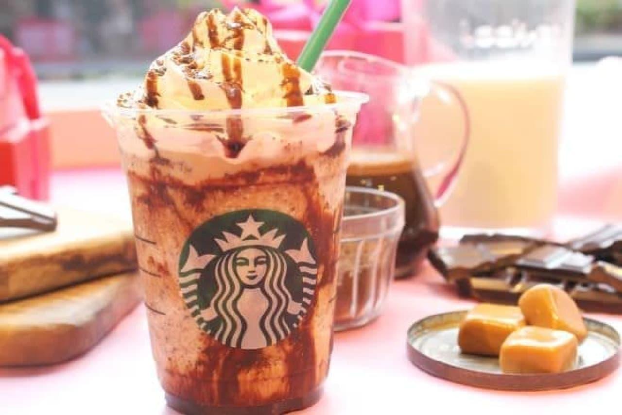 「バレンタイン チョコホリック フラペチーノ」はチョコチップにコーヒーチョコソース、ホワイトモカシロップが組み合わされた一杯