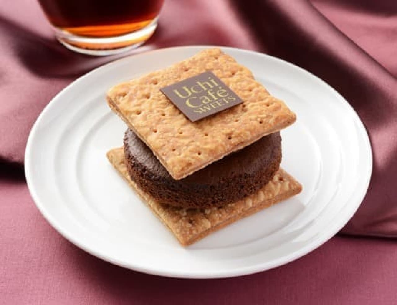 ローソン「ショコラパイサンド」「チョコボンブケーキ」