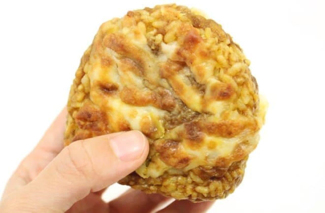 ローソン「焼チーズカレーおにぎり」