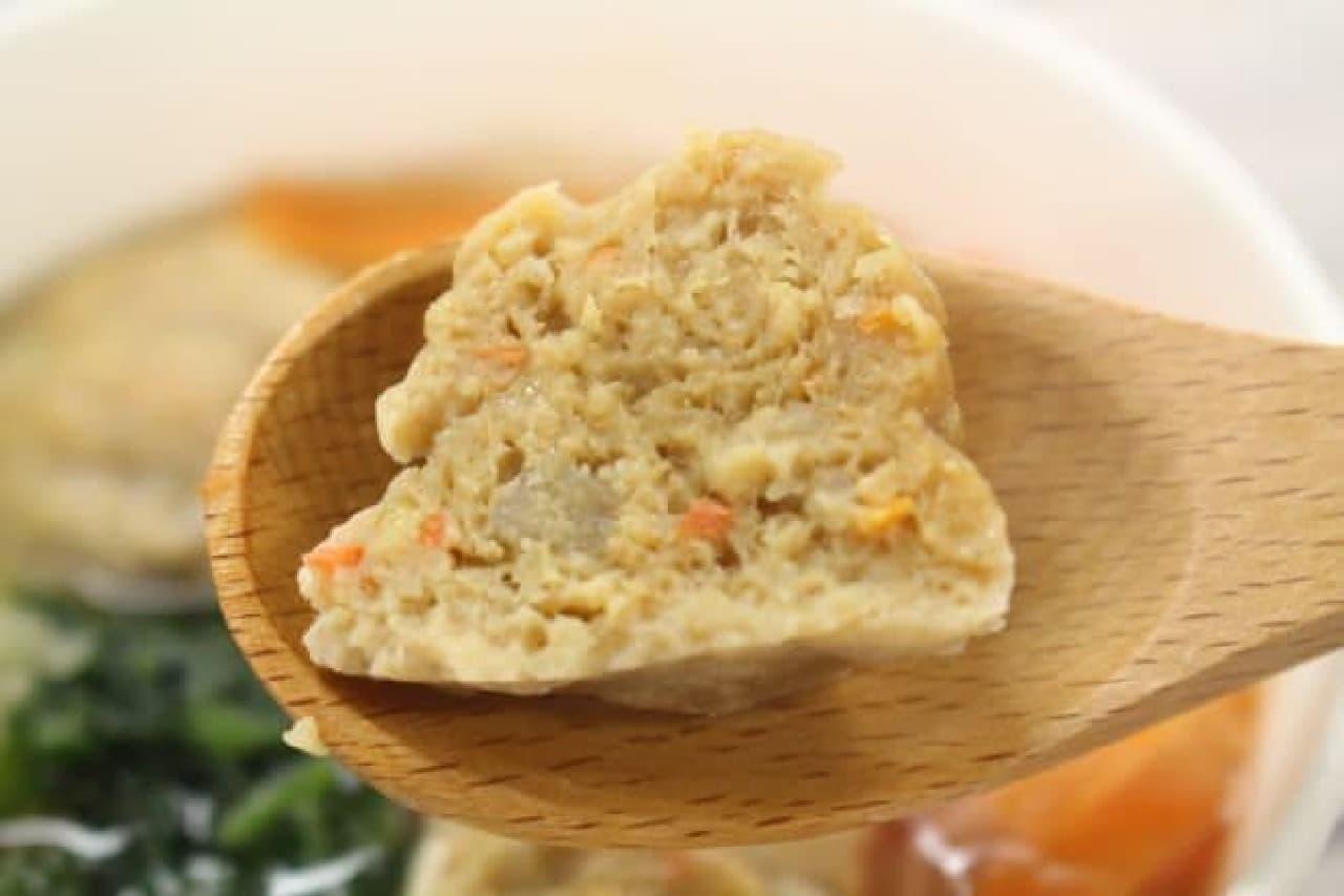 「鶏と蓮根のつくね入り和風スープ」は、蓮根の食感が楽しめる鶏のつくねが盛り付けられた和風スープ