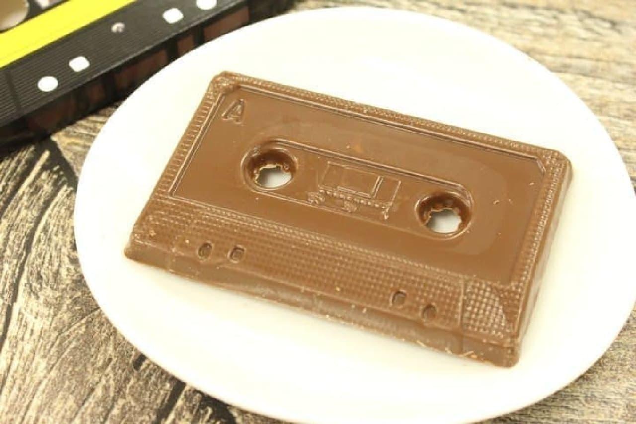 カセットテープを模した「チョコ カセット」
