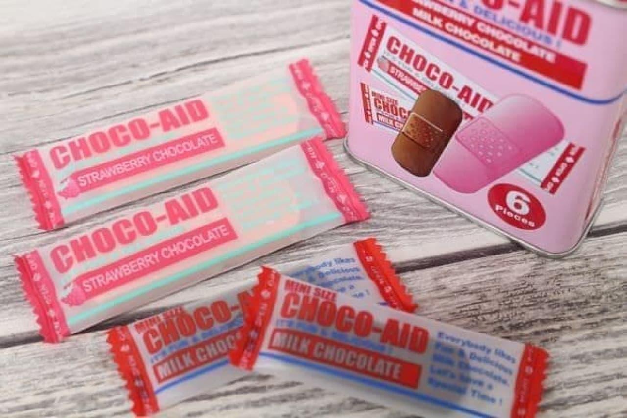 チョコエイド ミックスティンは、絆創膏型ストロベリーチョコ4枚とミニサイズのミルクチョコ2枚の計6枚入り