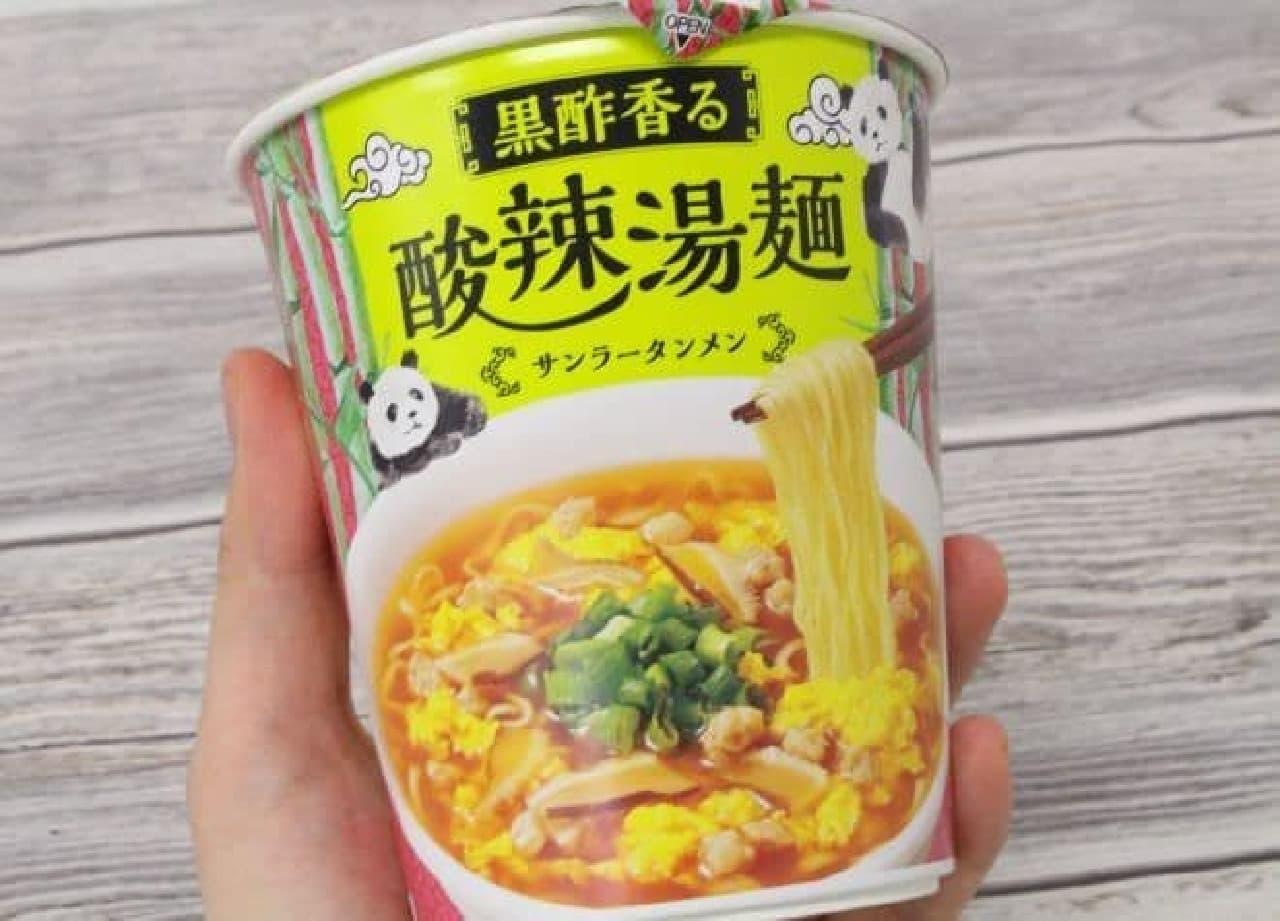 「黒酢香る 酸辣湯麺」は、黒酢をたっぷり効かせた酸辣湯麺