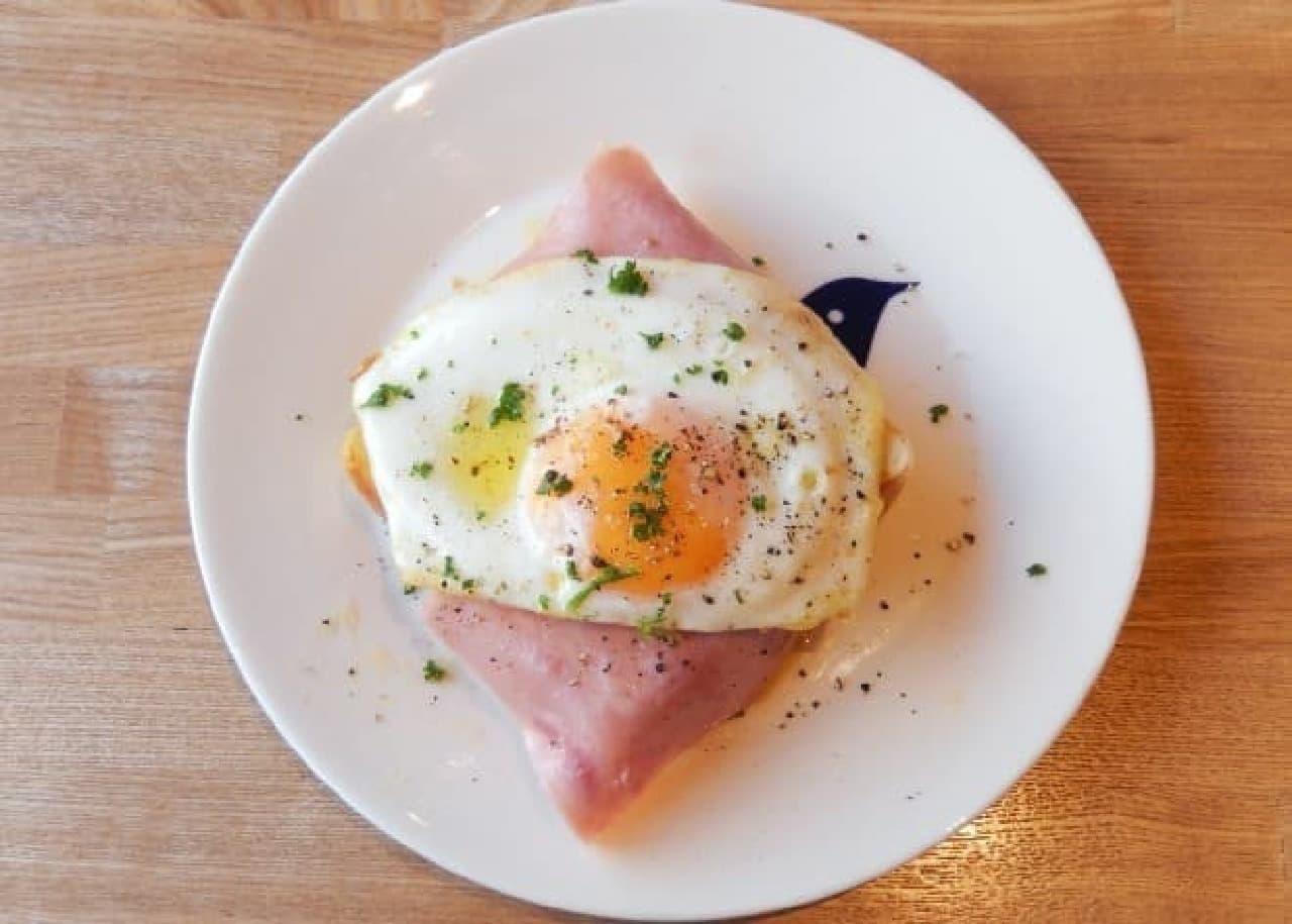 ペリカンカフェ「ハム目玉焼きトースト」