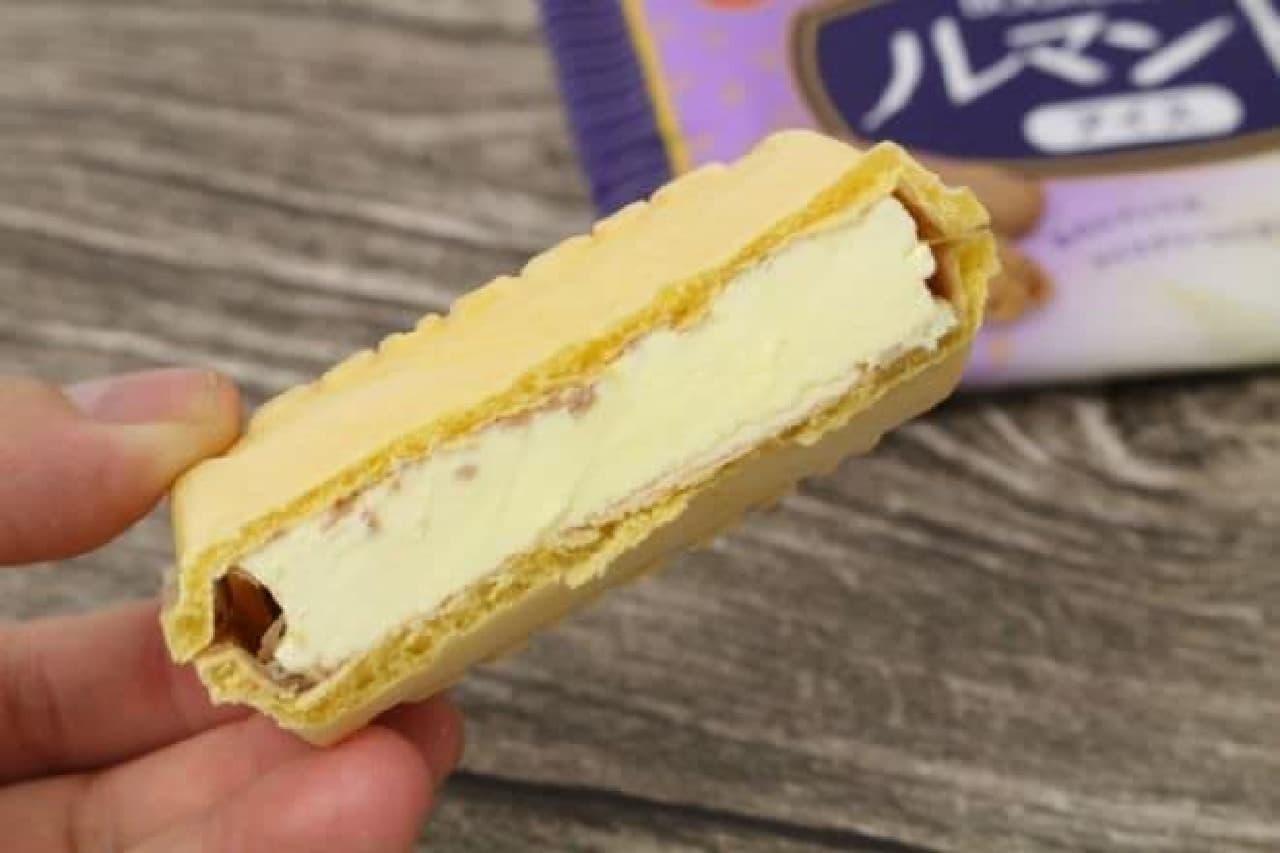 """「ルマンドアイス」は、アイスクリームの中にミニタイプのクレープクッキー""""ルマンド""""を入れ、モナカ皮で包んだもの"""