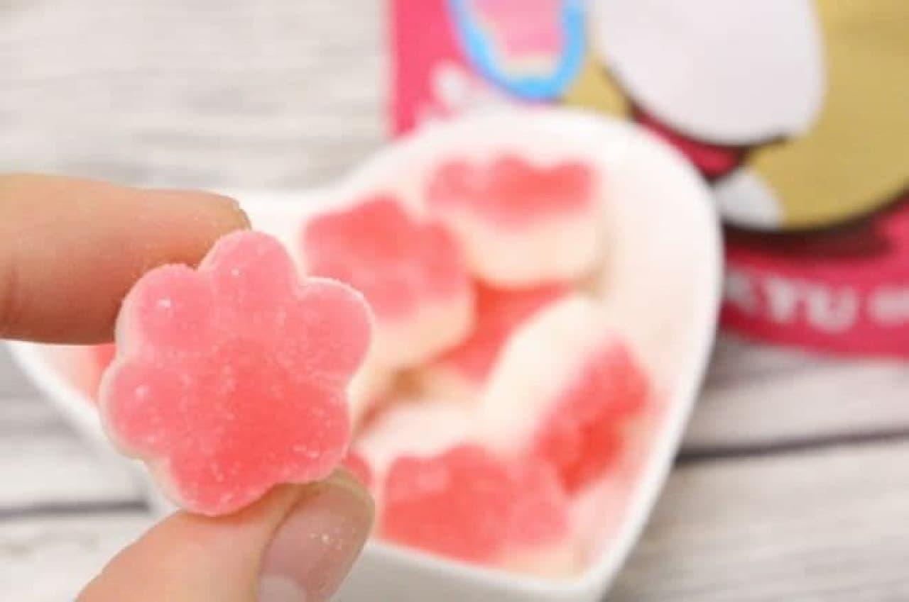 扇雀飴本舗から販売されている「プニフワ幸せにくきゅうグミ」