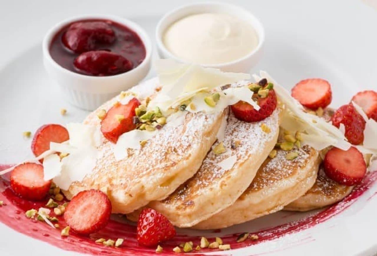 サラベス「ベリーホワイトチョコレートパンケーキ」
