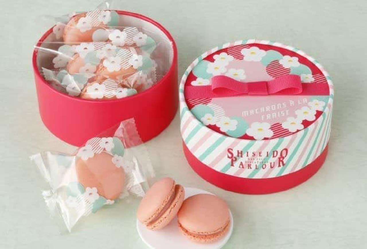 """マカロン フレーズは、福岡県産の苺""""あまおう""""のピューレを使ったピンク色のお菓子"""