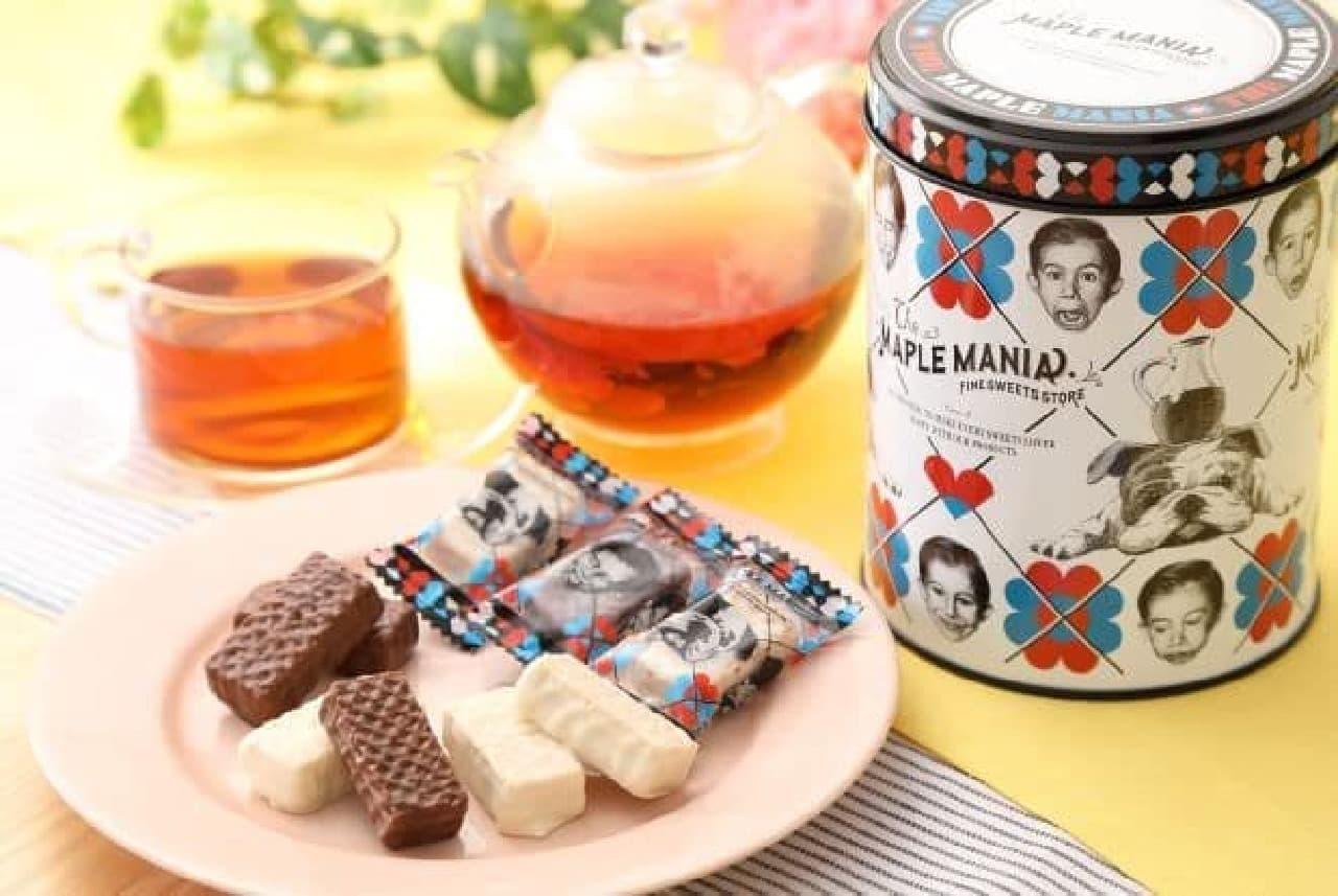 「メープルウエハース缶」は、カナダ産メープルを使用したウエハースを2種のチョコレートでコーティングしたお菓子が入ったセット