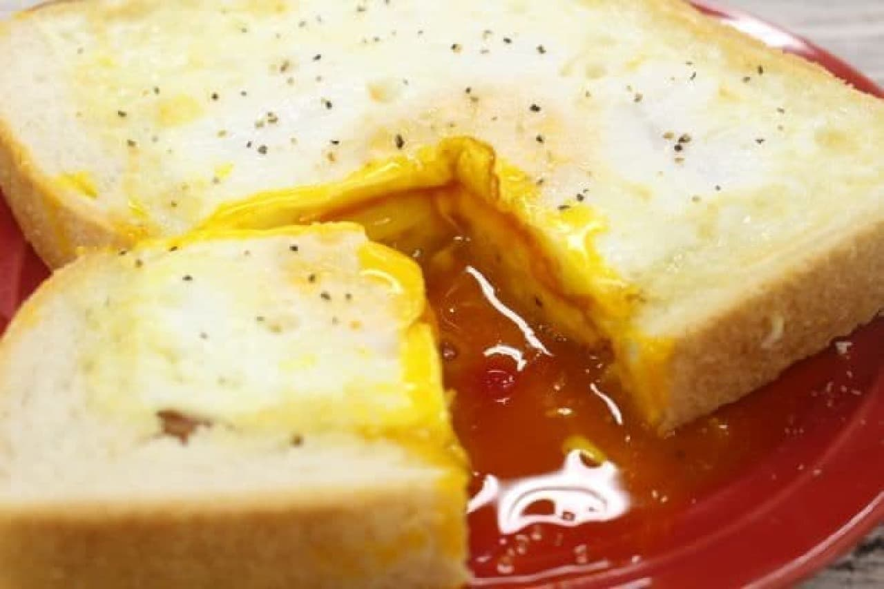 食パンをくり抜いてつくるくり抜きトースト