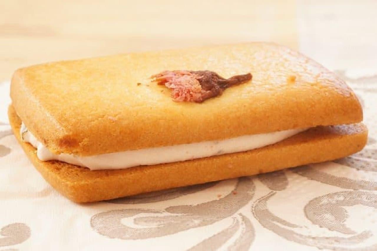無印良品「桜のクリームサンドクッキー」