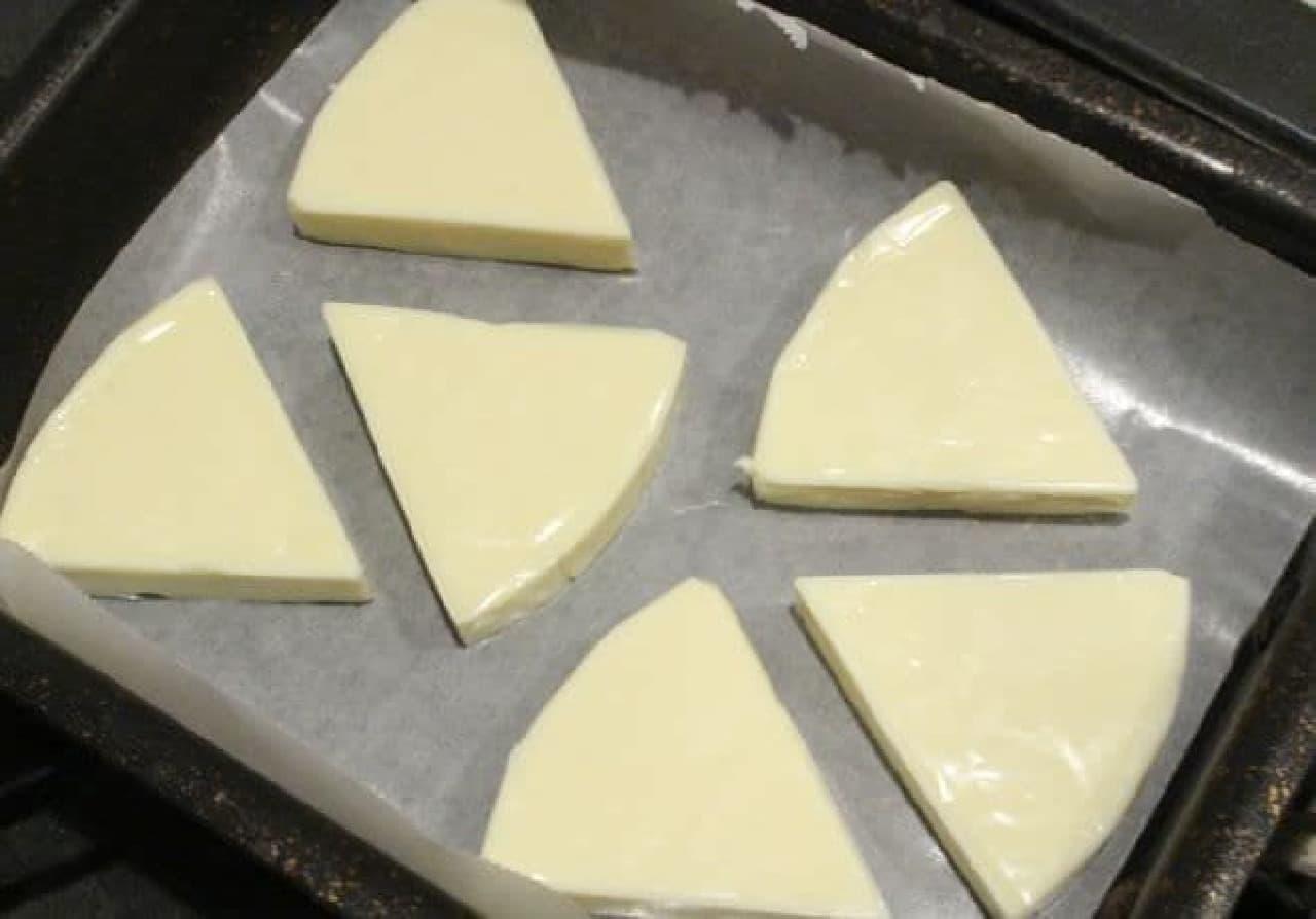 6pチーズを焼く様子