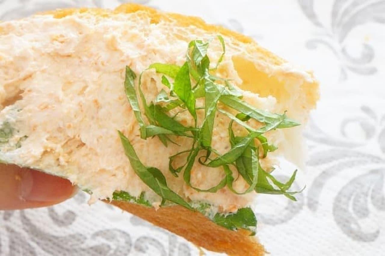 鮭フレークとクリームチーズのパンアレンジ