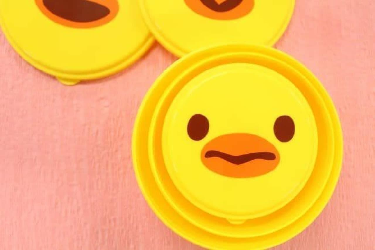 「ひよこのランチボックス(ボーロ付き)」は、ひよこの顔が描かれたランチボックスとボーロのセット