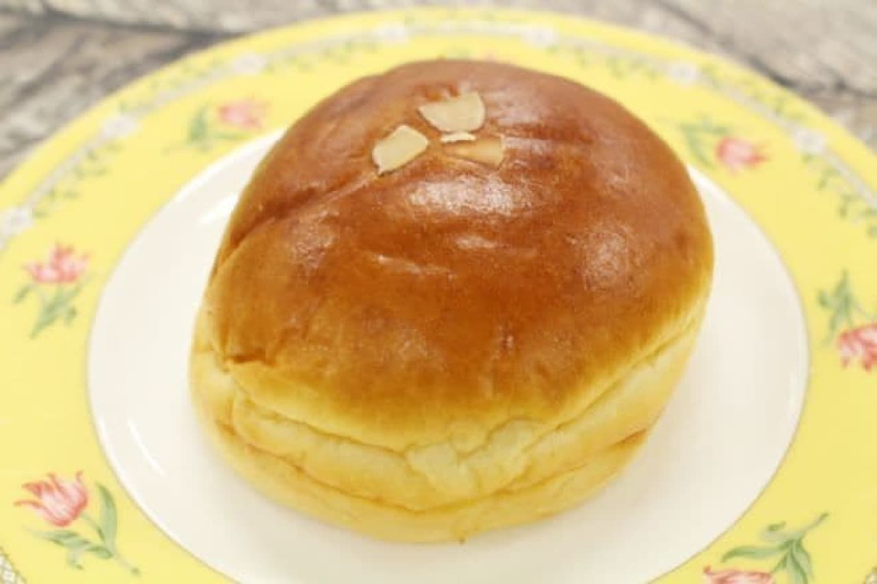 ベーカリーホシノのクリームパン