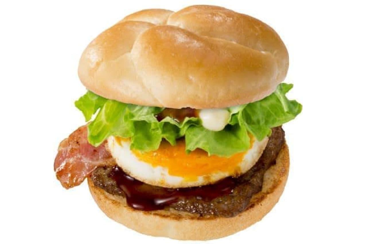 てりやきベーコンエッグバーガーはROPPONGIベーコンエッグバーガーにてりやきソースが合わせられたバーガー