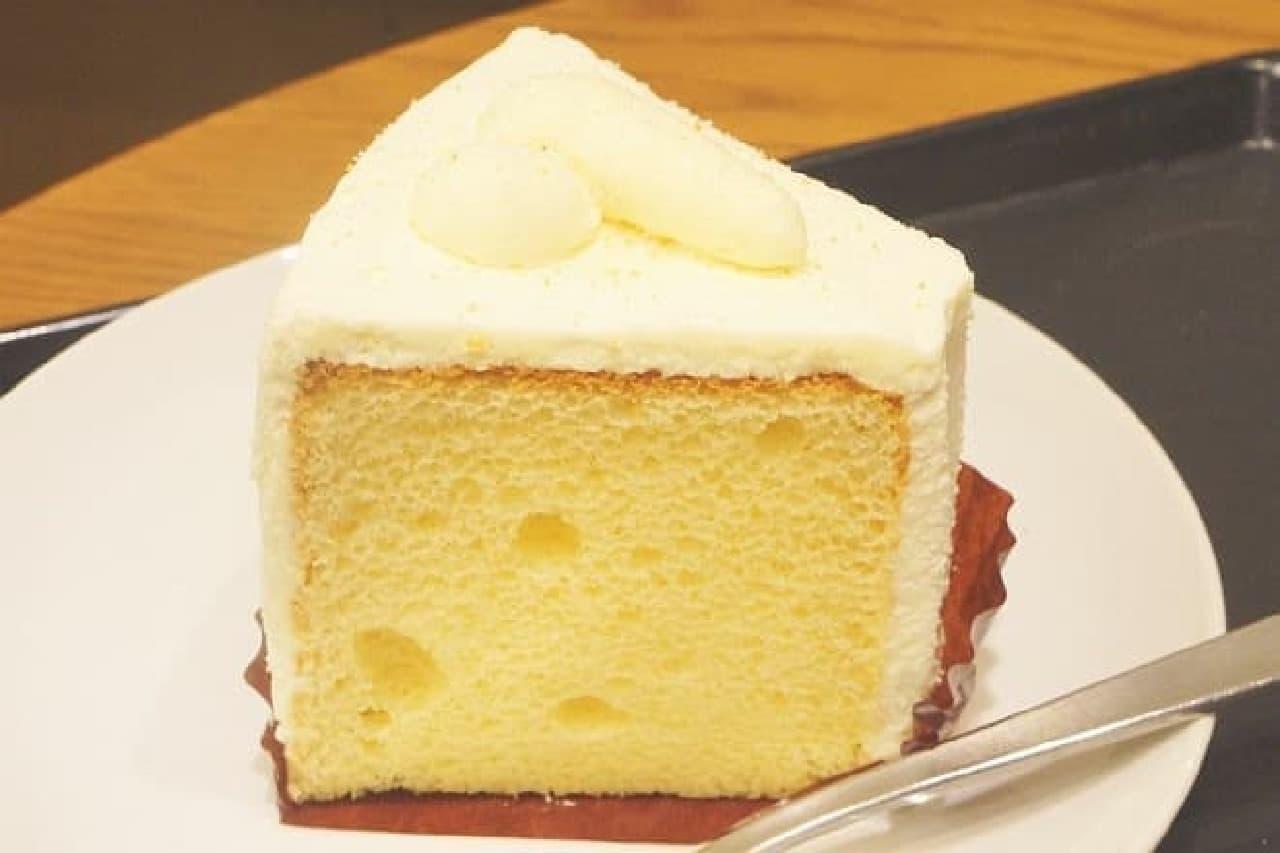 スターバックスの「プレーンシフォンケーキ」