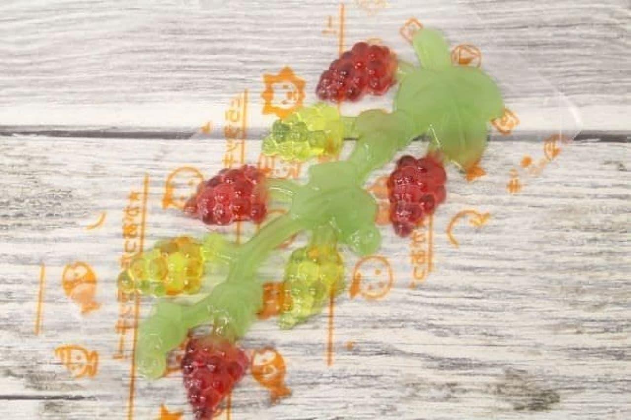 「もぎもぎフルーツ」は、遊びながら食べられるグミ菓子