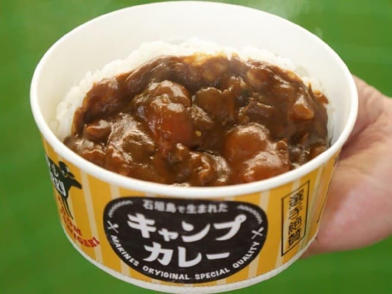千葉ロッテマリーンズの新たなスタジアムグルメ「石垣島で生まれたソーキ出汁のキャンプカレー」