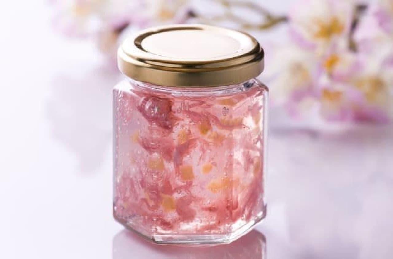 「青い森の雪どけさくら色りんごジャム」は、青森県産りんごを使用したりんごジャム