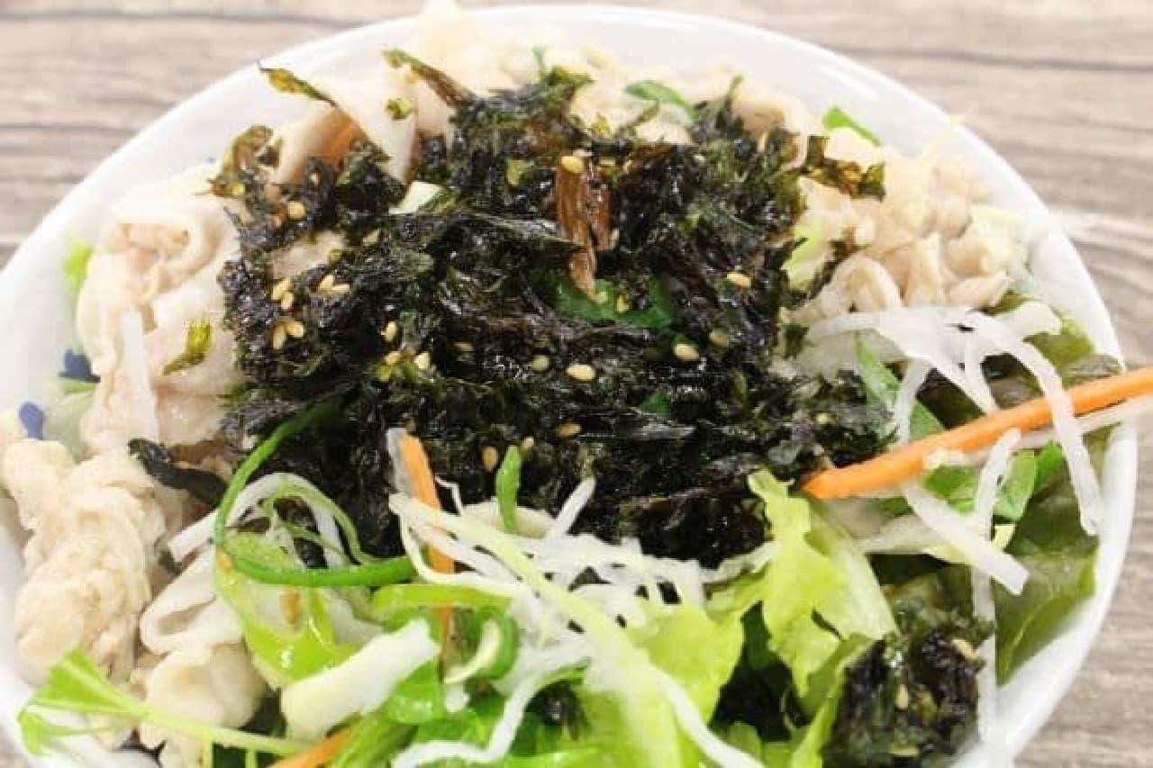 シーウッド 野菜ジャバンのり ナッツ入りをかけたサラダ