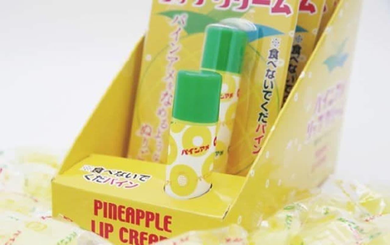 「パインアメリップクリーム」は、ロングセラーキャンディ「パインアメ」をイメージしたリップクリーム
