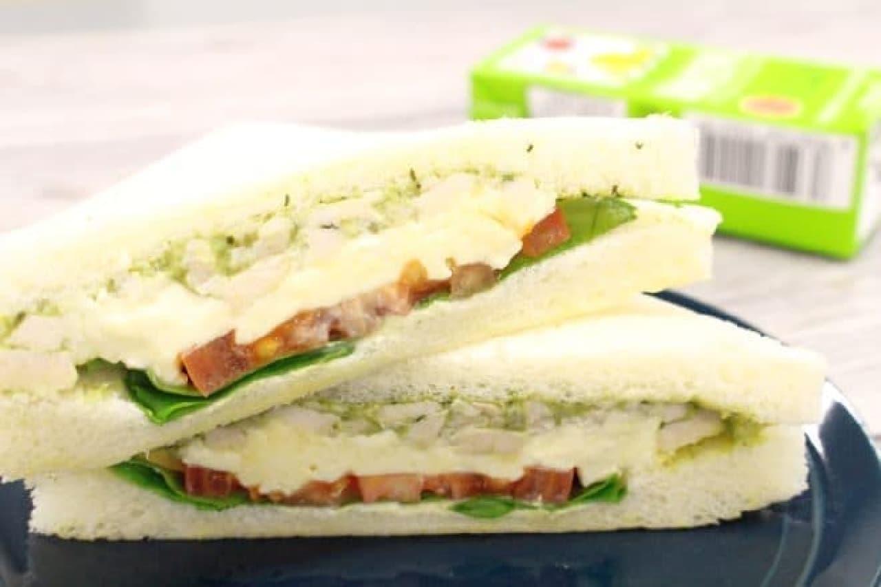 セブン-イレブン「クリームチーズ&バジルチキン」