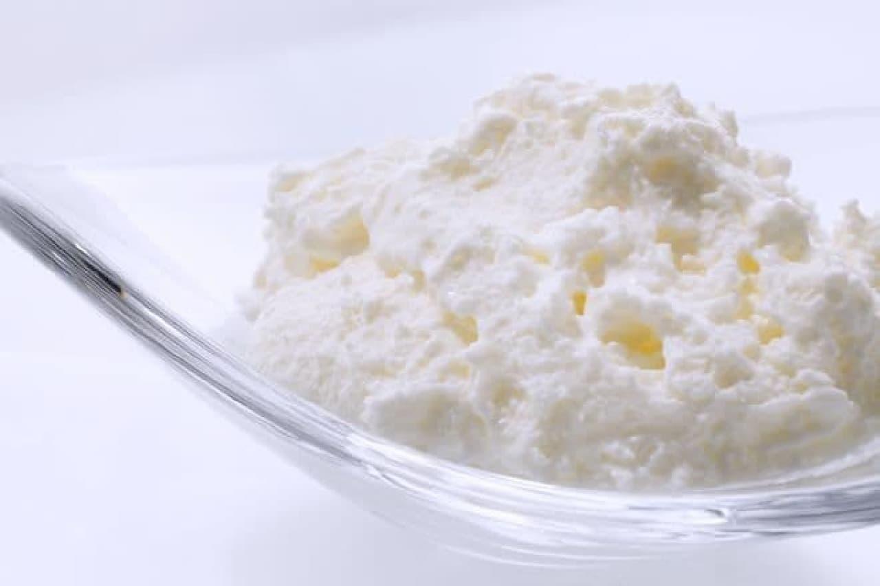 「銀のぶどう」の代表商品「チーズケーキ かご盛り白らら(しらら)」